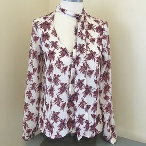 ASTR blouse xs long sleeve grey red pattern
